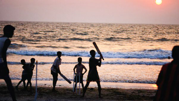 Kids-playing-beach-cricket-in-Arambol